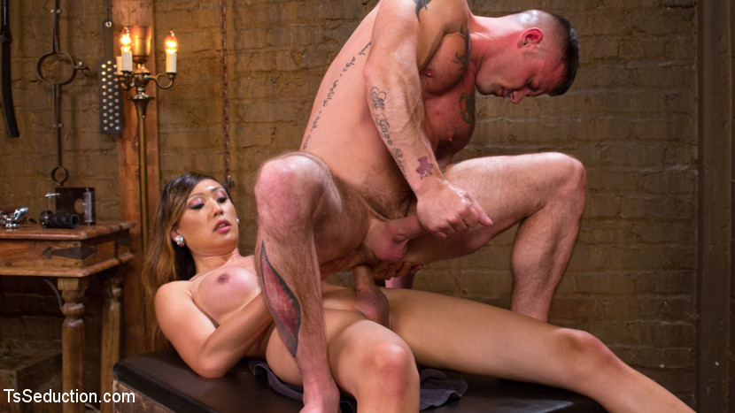 TS Venus Lux fucks a Guy at TS Seduction